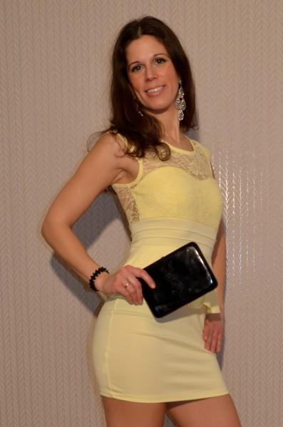 Elegantes Mini Kleid mit Spitze GELB