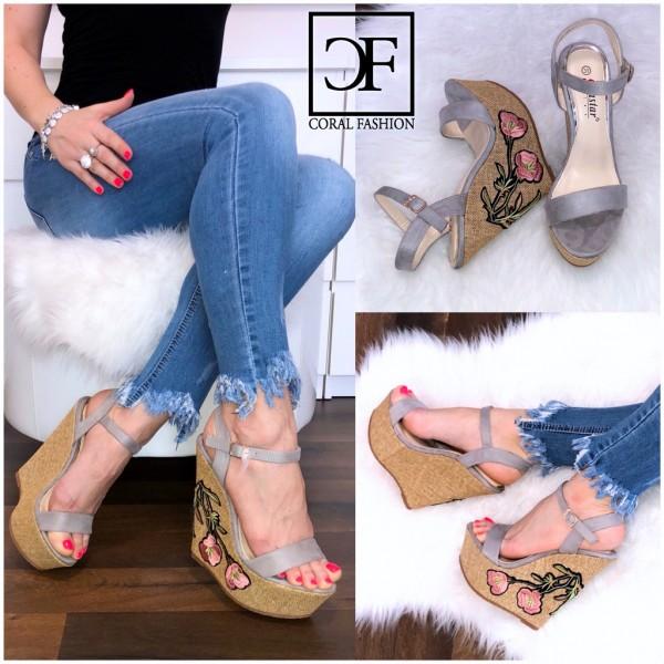 Keilsandaletten / Riemchen Keil Sandalen mit Blumen Stickerei im Absatz GRAU