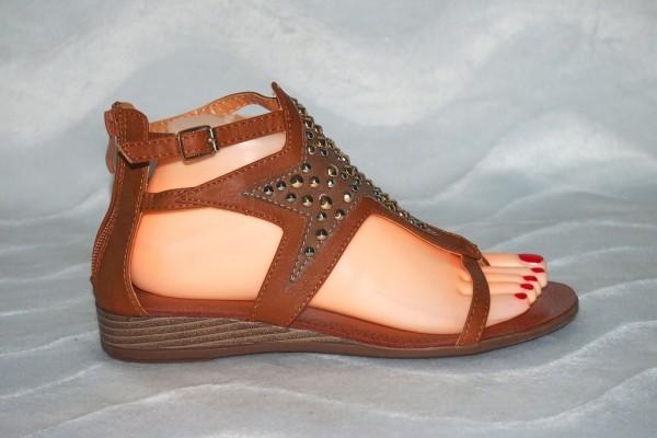 Stern Sandalen mit Nieten Camel