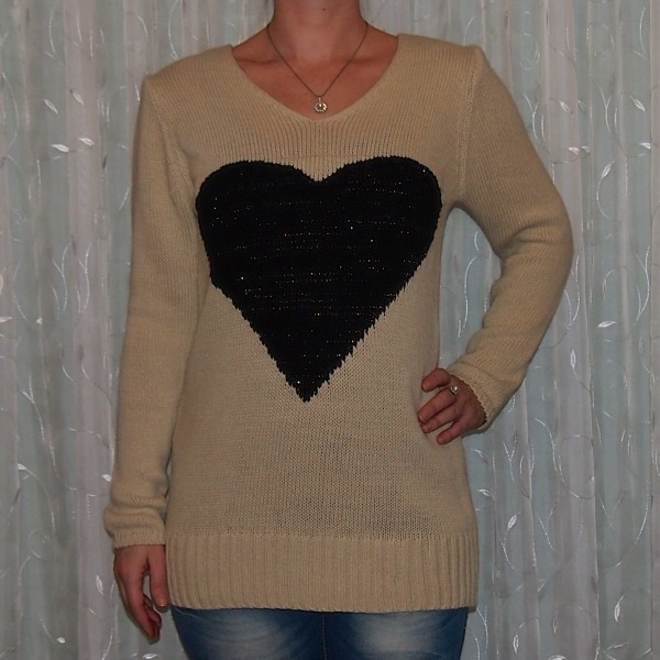 Pullover mit großem HERZ - BEIGE / SCHWARZ