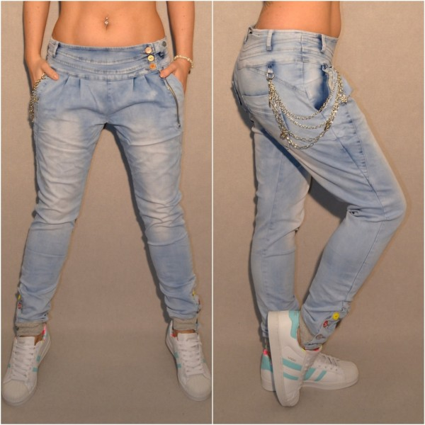 Lässige Harems Jeans mit bunten Knöpfen & Kettchen
