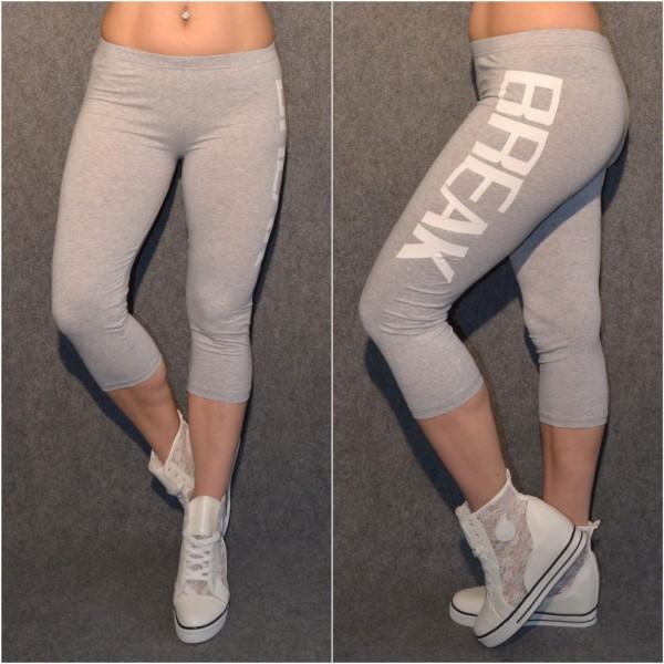 Sportliche CAPRI 3/4 Leggings mit BREAK print