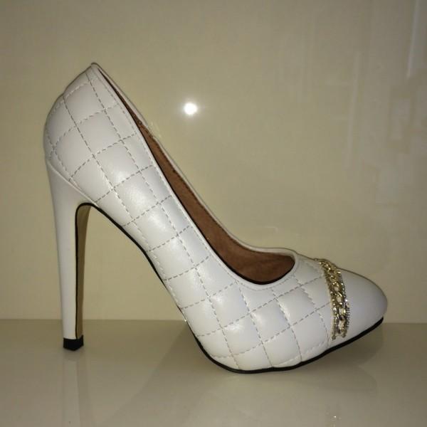Sexy High Heels mit Steppmuster, Kettchen & Strass WEISS