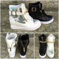 ITALY Style CAMO Keil Sneakers mit goldener KETTE & Deko Zipp