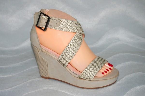 Keil Sandalen mit geflochtenen Riemen BEIGE