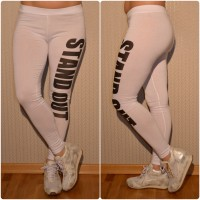 Sportliche Leggings mit STAND OUT Print WEISS