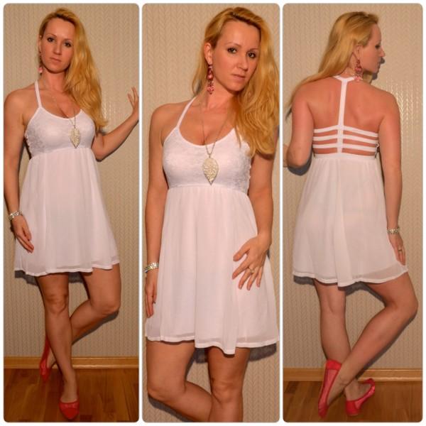 Kurzes Sommerkleid mit ausgefallenem Ausschnitt WEISS
