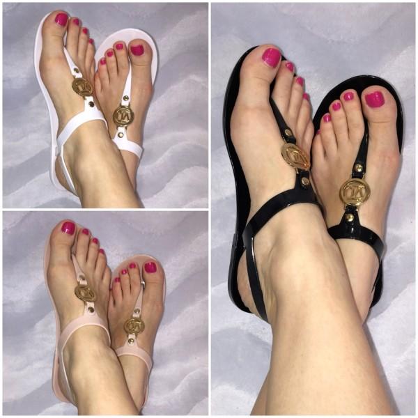 Zehentrenner Sandaletten mit goldenem VU Zeichen