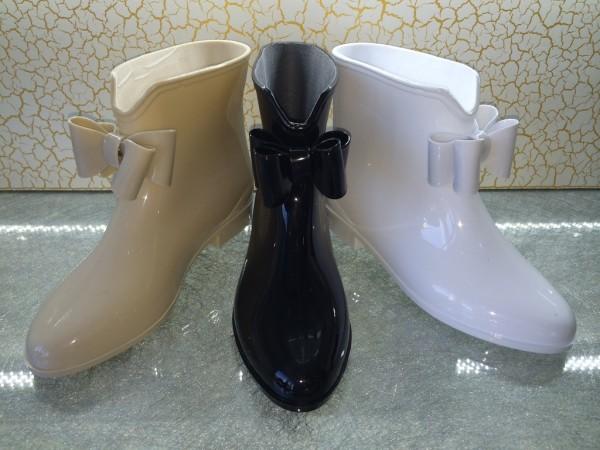 Stylische Gummistiefeletten mit Mascherl LACK