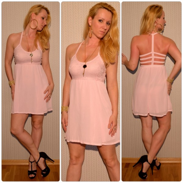 Kurzes Sommerkleid mit ausgefallenem Ausschnitt ROSA