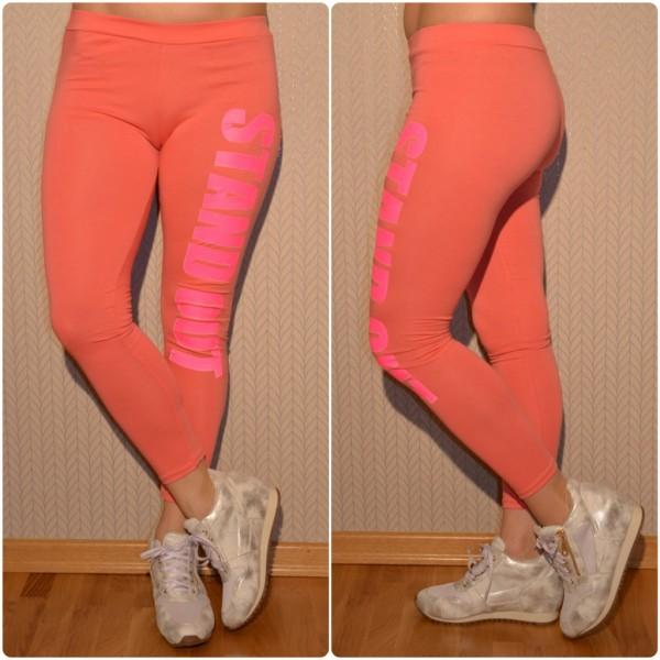 Sportliche Leggings mit STAND OUT Print PFIRSICH