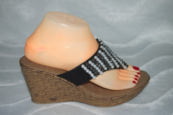 Keil Flip Flops mit Perlen Schwarz