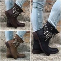 ANGEBOT!!! Coole Stiefeletten / Boots mit Nieten & Strass