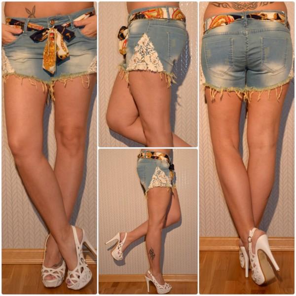 Fashion stretch JEANS Shorts / Hotpants mit Spitzeneinsatz & Nieten Totenköpfen verziert inkl Gürtel